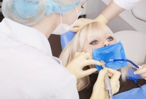 Zahnarzt bei Amalgamsanierung